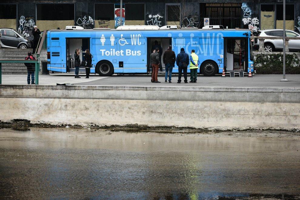 Da vecchio bus a bagno pubblico itinerante, la novità debutta a Milano