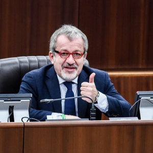 """Tangenti Lombardia, bocciata la sfiducia a Maroni: """"Non mi dimetto, anzi mi ricandido"""""""