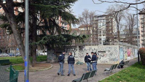 Milano, clochard 46enne si impicca in piazza Napoli: la donna non ha lasciato biglietti