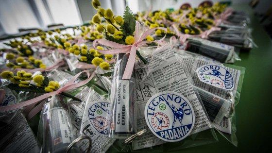 Bergamo, l'8 marzo anti-immigrati della Lega: per le donne mimose e spray al peperoncino