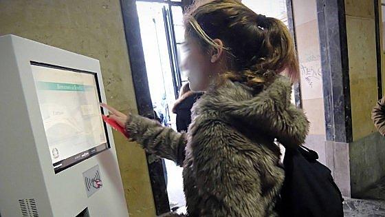 Milano, in classe strisciando il badge: svolta elettronica al Parini. Tollerati solo 5 minuti di ritardo
