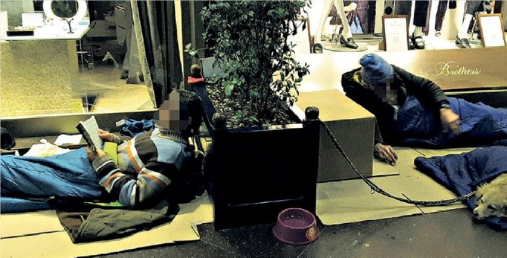 """Milano, Il clochard che ama Montalbano. Camilleri: """"Gli regalo i miei libri"""""""