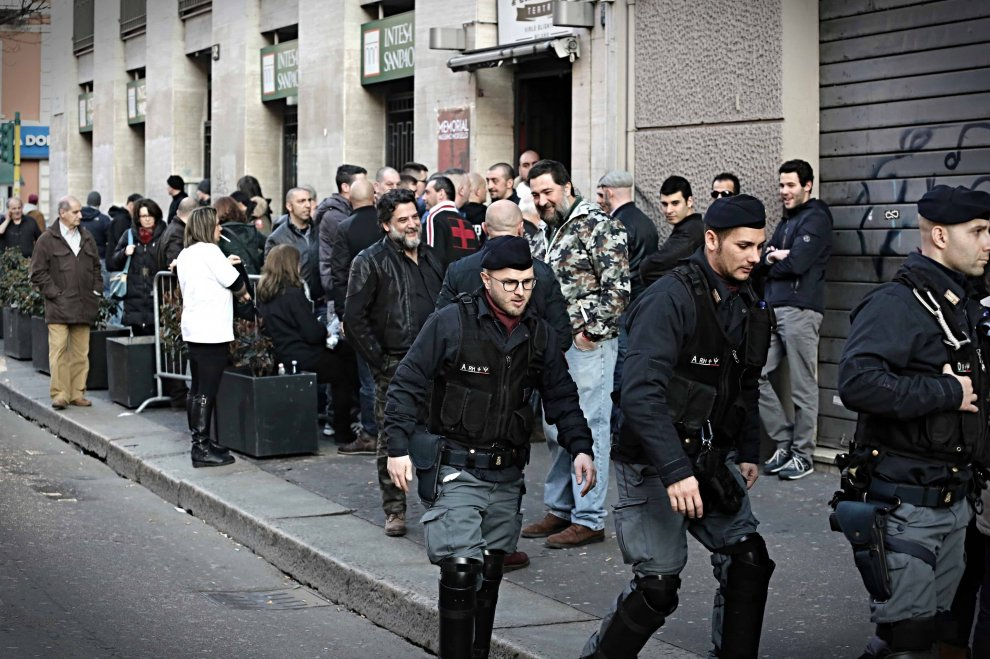 Milano, le forze dell'ordine presidiano la maratona nazirock per l'ex Nar Morsello