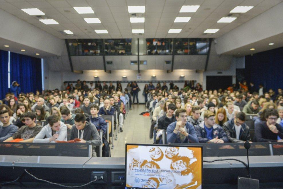 Milano boom di aspiranti matricole pi di all 39 open for Test ammissione politecnico milano