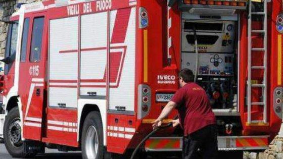 Cologno, incendio doloso in un edificio: evacuate 20 famiglie. Bimba di tre anni intossicata