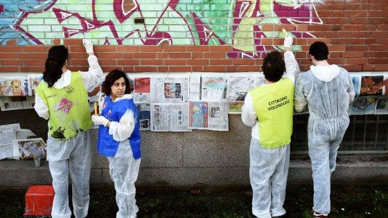 Genitori, prof e studenti puliscono insieme le scuole: 58 gli istituti di Milano, in mille si rimboccano le maniche