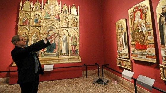 Milano, Brera spiegata al popolo. Muri rosso fuoco, dida d'autore e turn over: la ricetta Bradburne