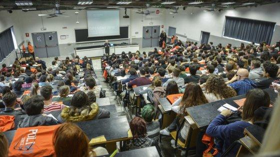 """Milano, genitori invadenti all'università dei figli: l'allarme del rettore divide. """"Ma è un diritto"""""""