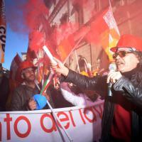 Milano, sciopero dei mezzi e lavoratori in corteo: il traffico va in tilt
