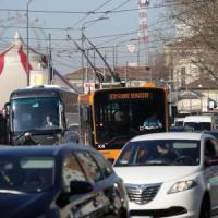 Milano, venerdì nero dei trasporti: sciopero mezzi e duemila lavoratori in corteo, traffico in tilt
