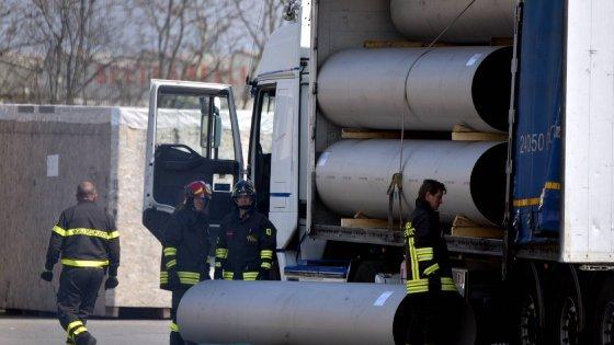 Morti sul lavoro in Lombardia: camionista schiacciato da un tubo, operaio cade in una roggia