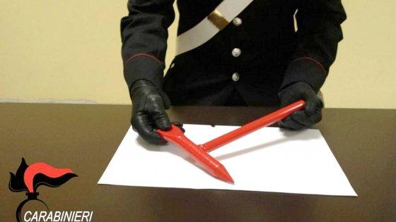 Milano, spacca la testa a una 22enne con il martello del treno: aggressione su un convoglio Trenord