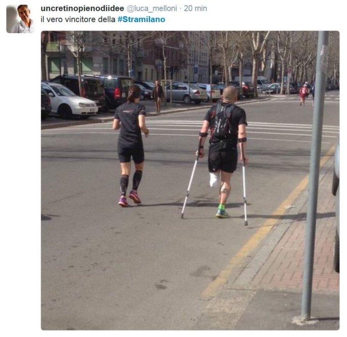 Stramilano senza barriere, i social celebrano l'impresa del runner con una gamba sola