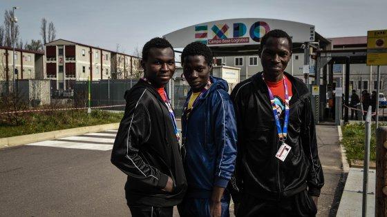 Profughi via dal campo base di Expo, dopo le polemiche interviene Alfano