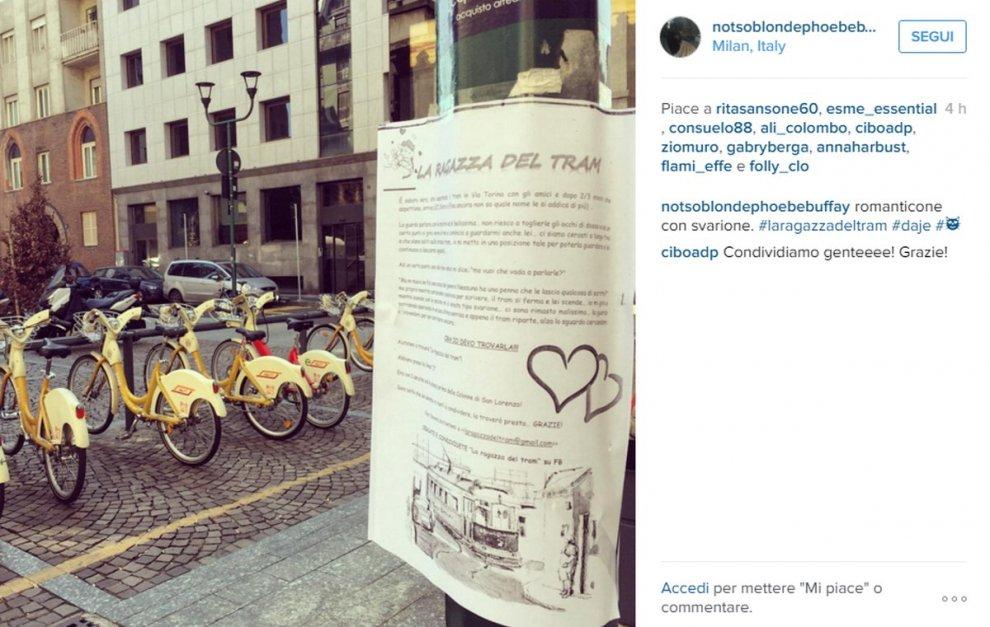 """""""Cerco la ragazza del tram"""", volantini e campagna web: Milano fa il tifo per il contabile innamorato"""