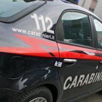 Milano, nasconde la coca nelle scarpe e il denaro nelle bambole delle figlie: arrestato pusher