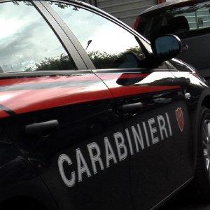 Brescia, sorpreso dai carabinieri a fare pipì lungo la statale: maxi multa da 3.300 euro
