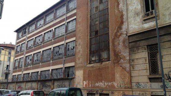 Degrado a Milano, ecco la mappa dell'abbandono: 180 immobili fantasma, il Comune striglia i privati