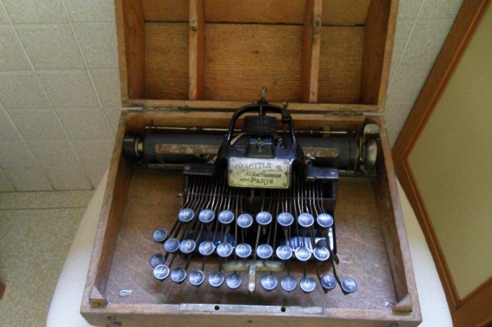 Milano, l'arte di scrivere con le macchine: per i 10 anni del museo, 1.600 cimeli in mostra