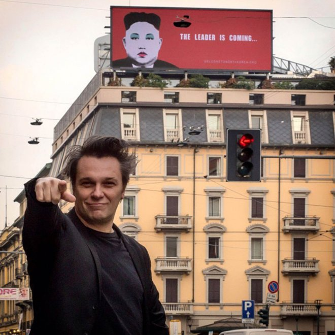 Milano, Kim Jong-un versione pop: propaganda d'artista (con Amnesty) per i diritti in Nord Corea