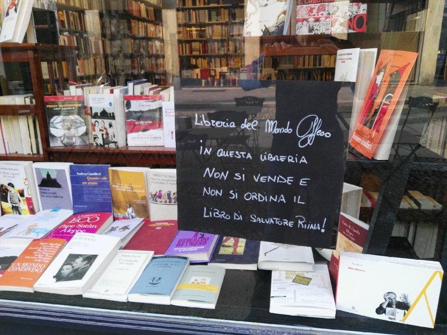 """""""Qui non vendiamo il libro di Riina"""", anche a Milano la rivolta dei librai"""