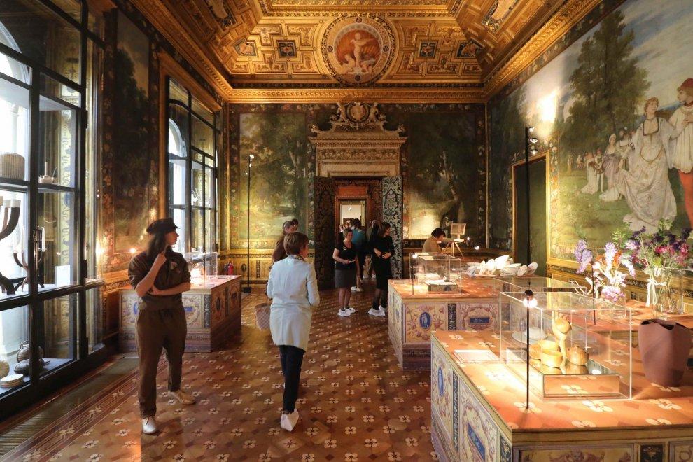 Milano mobili e gioielli negli antichi saloni palazzo - Mobili antichi milano ...