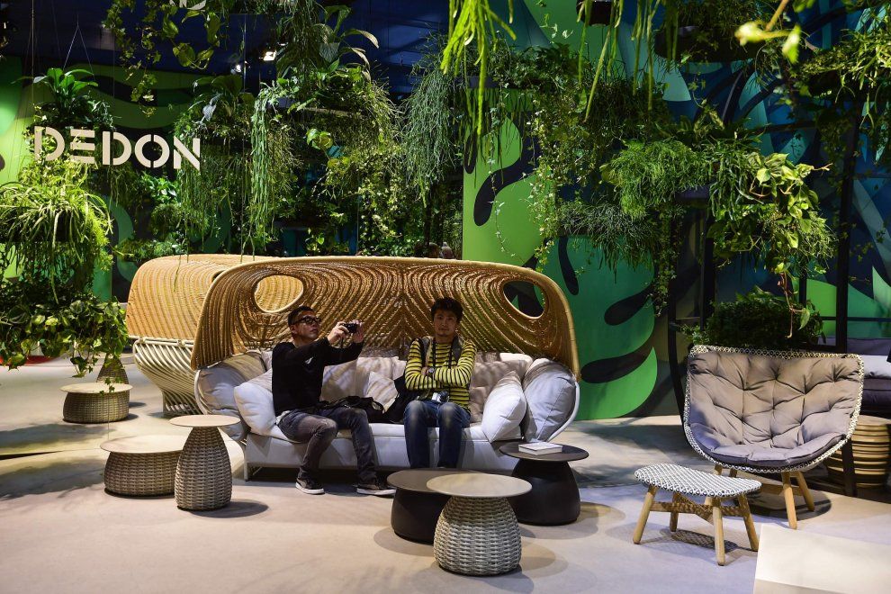 Salone del mobile tutti in coda per vedere le novita del for Salone di milano 2016