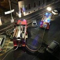 Milano, fiamme nella notte in un appartamento dell'Aler: un intossicato grave