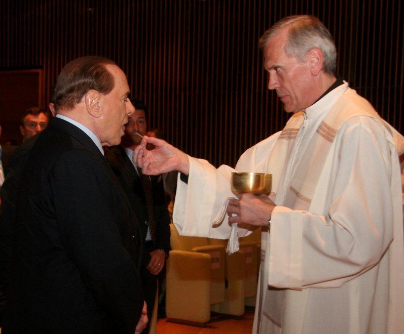 Berlusconi al Salone del Mobile, prima della visita messa con comunione