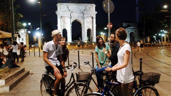 Milano movida all 39 arco della pace scontro sugli orari for Orari fuorisalone milano