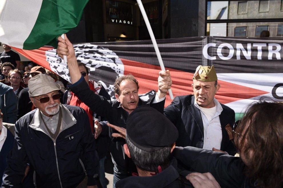 25 aprile Milano, tensione al corteo: contestata la Brigata ebraica