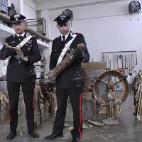 Milano, 70 statue e 30 quintali di oggetti in bronzo: due ladri di cimiteri in manette