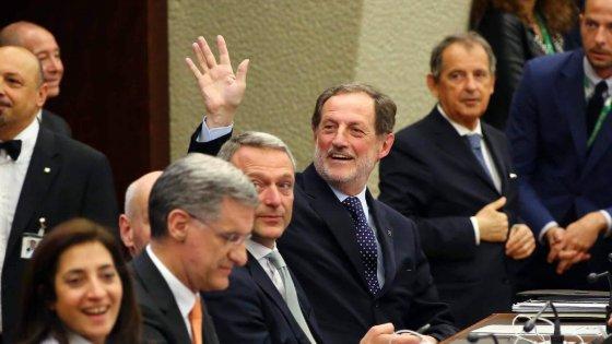 """Tangenti, Mantovani torna in Regione: """"Non fuggo, sono innocente"""". In aula è bagarre: M5s occupa, 2 espulsi"""