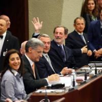 """Tangenti, Mantovani torna in Regione: """"Non fuggo, sono innocente"""". In aula è bagarre: M5s..."""