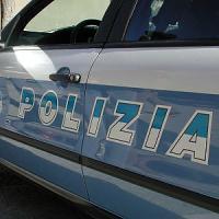 Milano, agguato al cancello di casa in pieno giorno: coppia aggredita dalla banda del Rolex