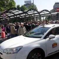 Milano, tassisti in rivolta contro UberPop: il presidio in Centrale
