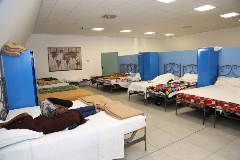 Profughi, letti e spazi per il gioco: ecco il nuovo centro di via Sammartini