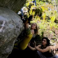 Val di Mello, senza corde e a mani nude: maxi raduno di bouldering