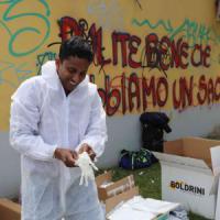 Milano, cleaning day un anno dopo i No Expo: le scritte sono uno schiaffo ai volontari