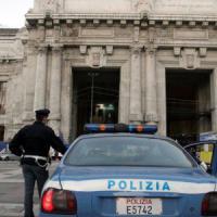 Milano, aggredito vicino alla Stazione Centrale: i rapinatori gli amputano un dito
