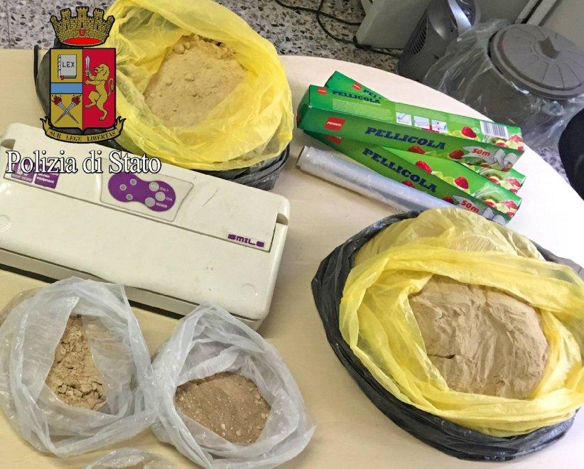 Droga i sacchi con 8 kg di eroina dei pusher dei navigli - Commissariato porta ticinese ...