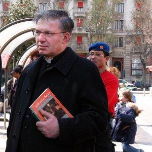 Pedofilia, don Inzoli risarcisce le 5 vittime degli abusi con 25 mila euro a testa