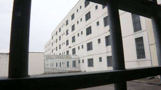 Milano, detenuto in permesso premio violenta una 16enne: aggredita sul pianerottolo di casa