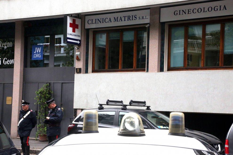 Milano, sigilli alla clinica di Antinori: sequestrati gli embrioni