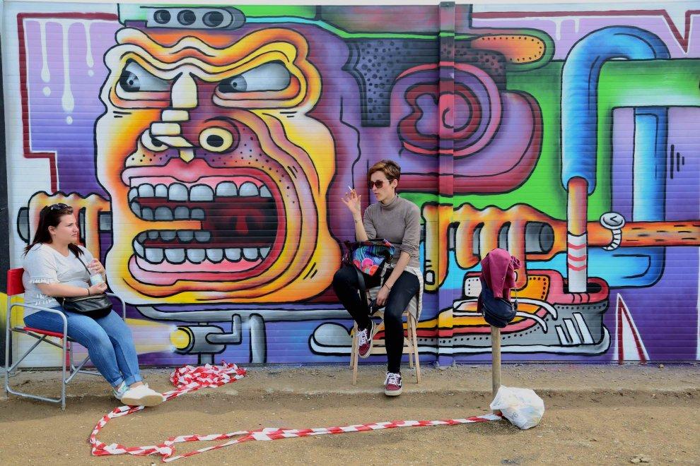 A milano il murale pi lungo d 39 europa cento writers in for Ristorante murales milano