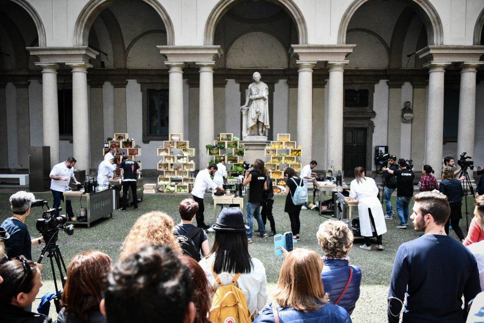 Milano, arriva in tv la sfida tra veri chef: maxi cucina nel chiostro di Brera