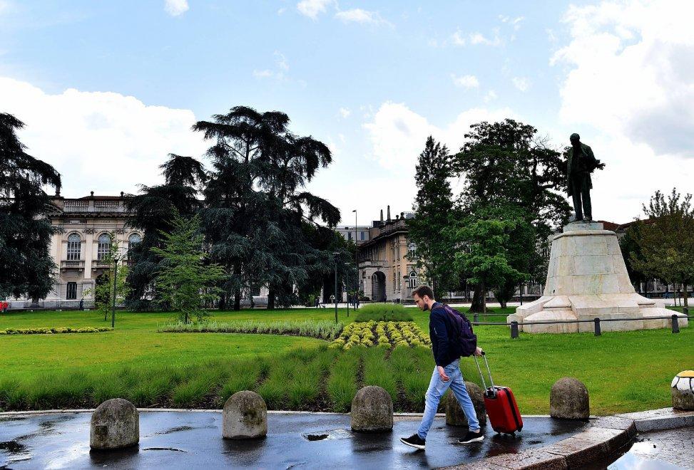 Politecnico da parcheggio a giardino per gli studenti for Architettura politecnico di milano
