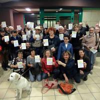 Milano, 300 firme su change.org: la battaglia dei cittadini per il negozio dove 'non si compra niente'