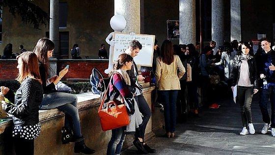 Milano, troppa pizza e zero pesce: gli errori più diffusi tra gli studenti fuori sede della Cattolica