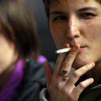 Milano, non scende il numero dei fumatori: la media è di 10 sigarette al